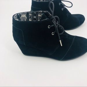 Toms black suede wedge lace up ankle boots
